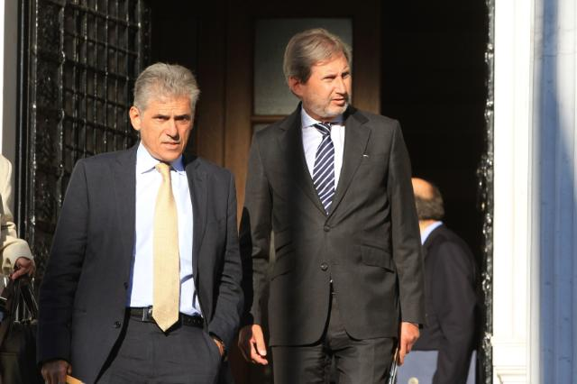 Johannes Hahn, on the right, and Panayotis Carvounis, Head of the EC Representation in Greece