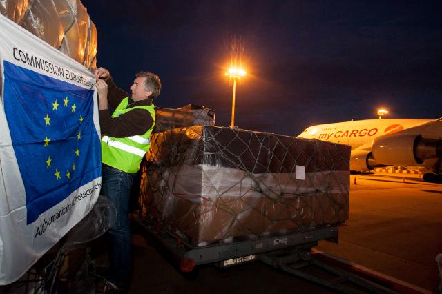 Loading of a plane carrying humanitarian aid for the Central African Republic (CAR)