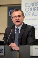 "Illustration of ""Press conference by Augustyn Kubik, Member of the European Court of Auditors, on the report 'Has the..."