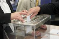 A hand casting a ballot for the election of Jean-Claude Juncker as President of the EC