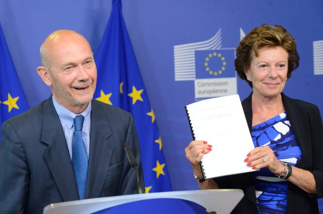 Joint press conference by Pascal Lamy, Chairman of the advisory group on the future use of UHF spectrum, and Neelie Kroes, Vice-President of the EC, on the report on how to use the UHF spectrum most effectively