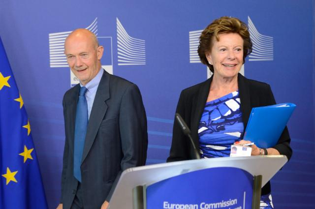 Joint press conference by Pascal Lamy, Chairman of the advisory group on the future use of UHF spectrum, and Neelie Kroes, Vice-President of the EC, on the report on the UHF radio spectrum band