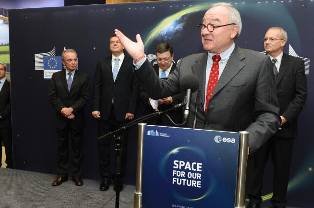 Participation of José Manuel Barroso, President of the EC, and Jean-Jacques Dordain, Director General of the ESA, in the opening of the 'Space for our Future' exhibition