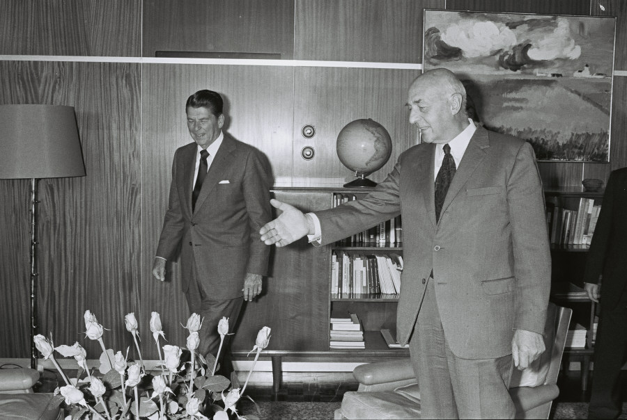Visit of Ronald Reagan, Governor of California, to the ECC