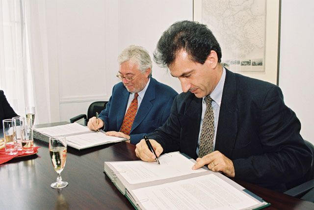 Signing of an agreement between Euronews and the European Commission