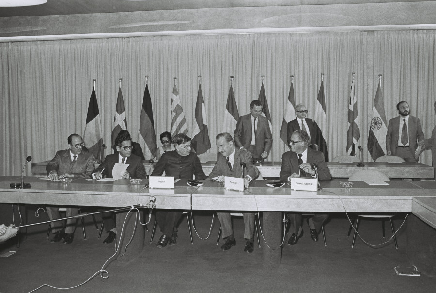 Signing of a cooperation agreement between the EEC and India