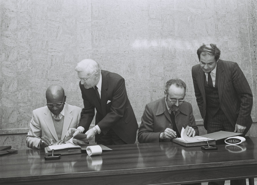 Signing of an agreement between the EEC and Upper Volta