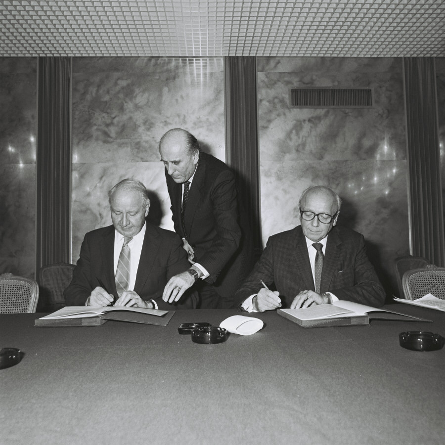 Signing of a cooperation agreement on thermonuclear fusion between the EURATOM and the United States