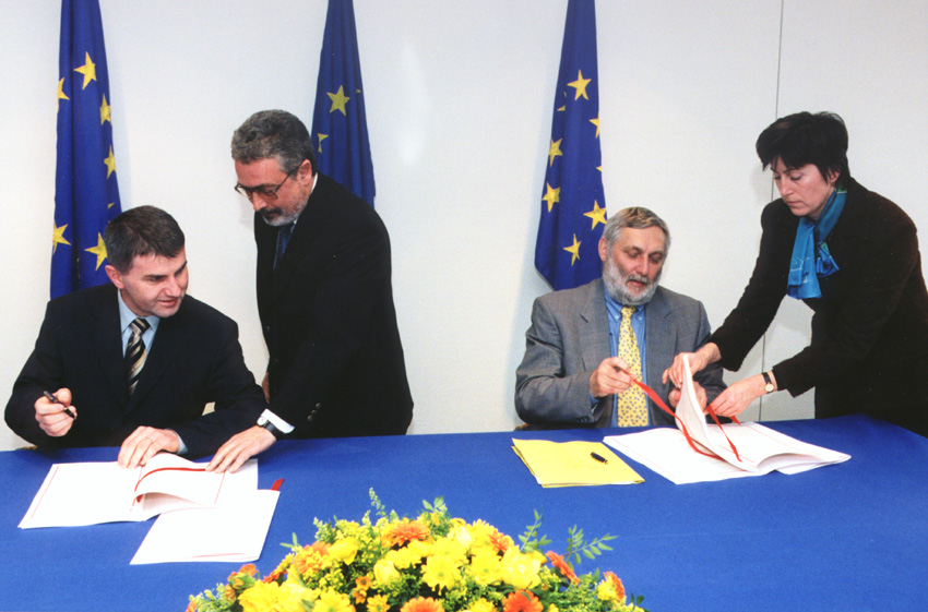 Signature of an EU - Slovenia financing agreement in the framework of membership