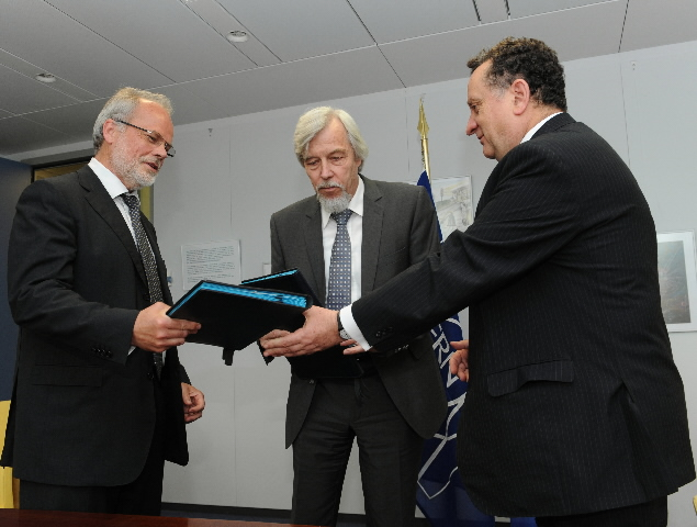 Signature of a Memorandum of Understanding aiming to enhance the partnership between the CERN and the CE