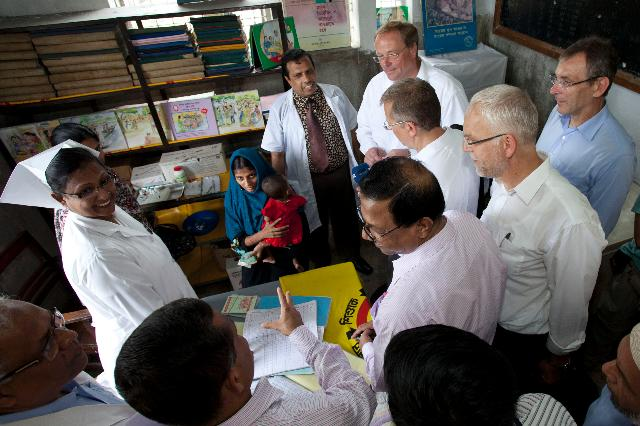 Visite d'Andris Piebalgs, membre de la CE, au Bangladesh