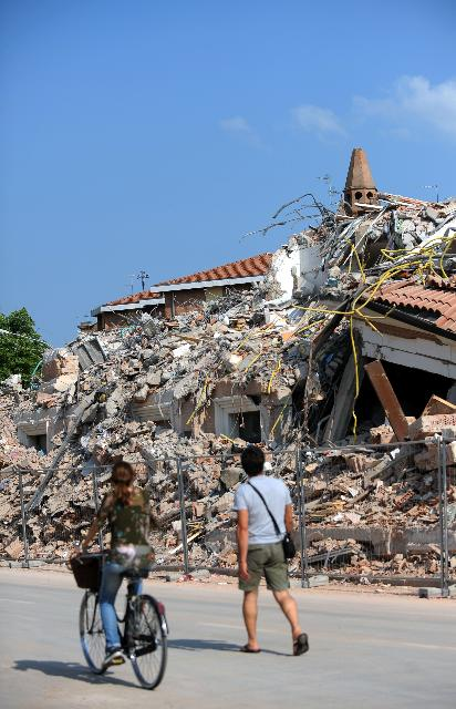 Visit of Antonio Tajani, Vice-President of the EC, and Johannes Hahn, Member of the EC, to Modena, hit by earthquakes on 20 and 29 May 2012