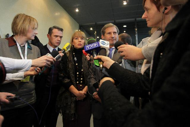 Conférence de presse conjointe de Johannes Hahh, Elżbieta Bieńkowska et Sławomir Nowak sur le gel de fonds destinés à la construction de routes en Pologne