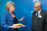 Visite d'Harry Shindler, militant pour le droit de vote aux élections parlementaires nationales des ressortissants britanniques résidant à l'étranger, à la CE