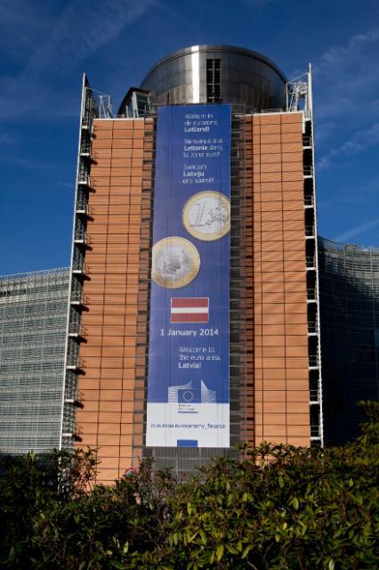 L'affiche pour la croissance sur la façade du Berlaymont
