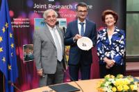 "Illustration of ""Signature of a partnership agreement between the Joint Research Centre and the Cyprus Institute"""