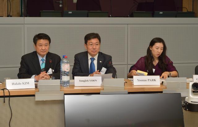 Participation of Karel De Gucht, Member of the EC, at the EU-Korea Trade Committee