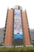 L'affiche sur le bâtiment du Berlaymont portant l'inscription