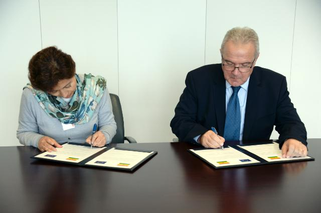 Signing ceremony of the multi-annual partnership agreement between the EU and Bolivia