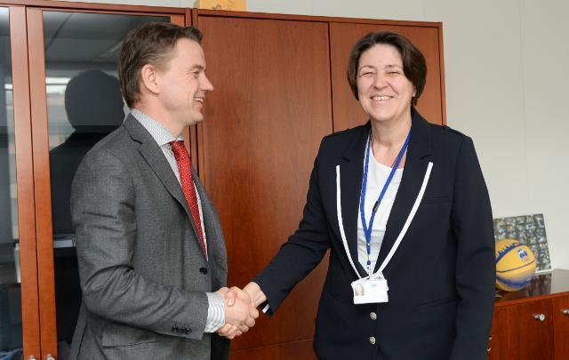 Visite de Christian Friis Bach, secrétaire exécutif de la Commission économique des Nations unies pour l'Europe, à la CE