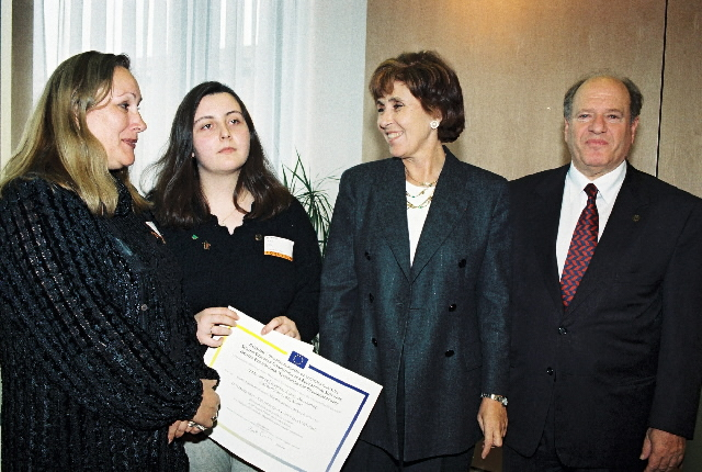 Prize-giving for the 2nd European Competition for Educational Software by Edith Cresson, Member of the EC