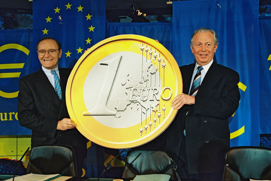 Press conference by Jacques Santer and Yves-Thibault de Silguy on the launching of the euro