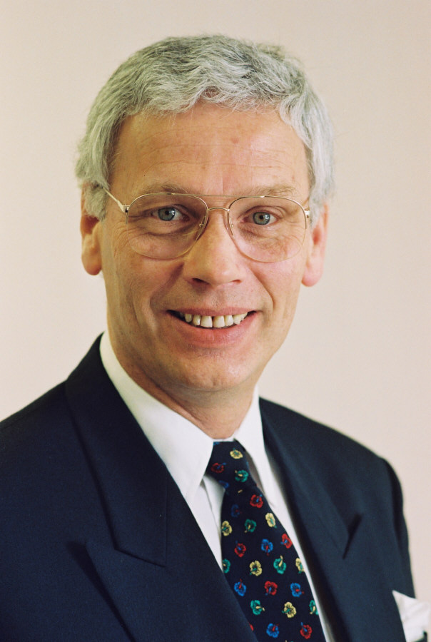 Hans van den Broek, Member of the CEC
