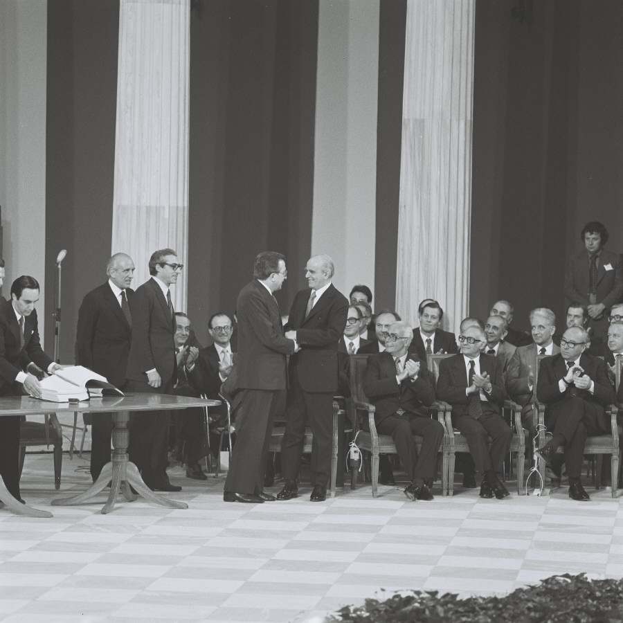 Signature of the Accession Treaty of Greece to the Communities