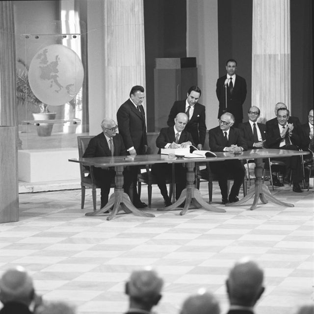 Signature of the accession treaty of Greece to the European Communities