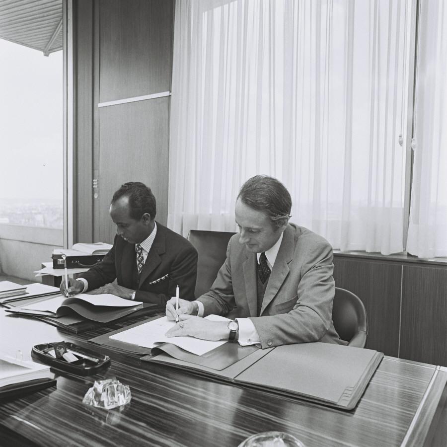 Signing of a Sonelec/EEC agreement