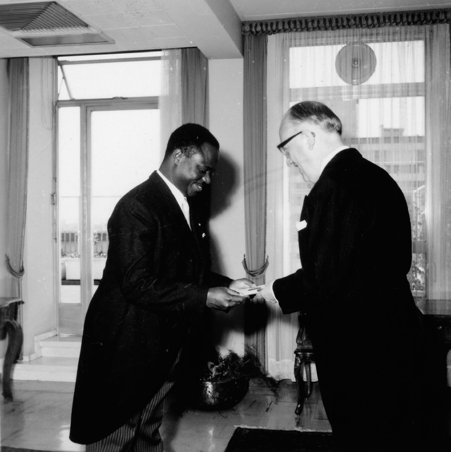 Presentation of the credentials of the Head of the Mission of the Côte d'Ivoire to Walter Hallstein, President of the Commission of the EEC