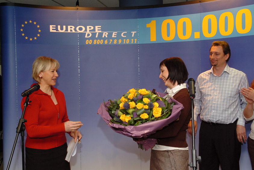 Margot Wallström, Vice-President of the EC, at the 100.000th enquiry to the Europe Direct' service