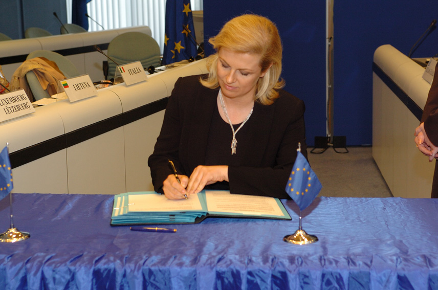 Signature by Olli Rehn, Member of the EC, of the Protocol for the creation of the Regional School of Public Adminstration in the Western Balkans (REPSA)