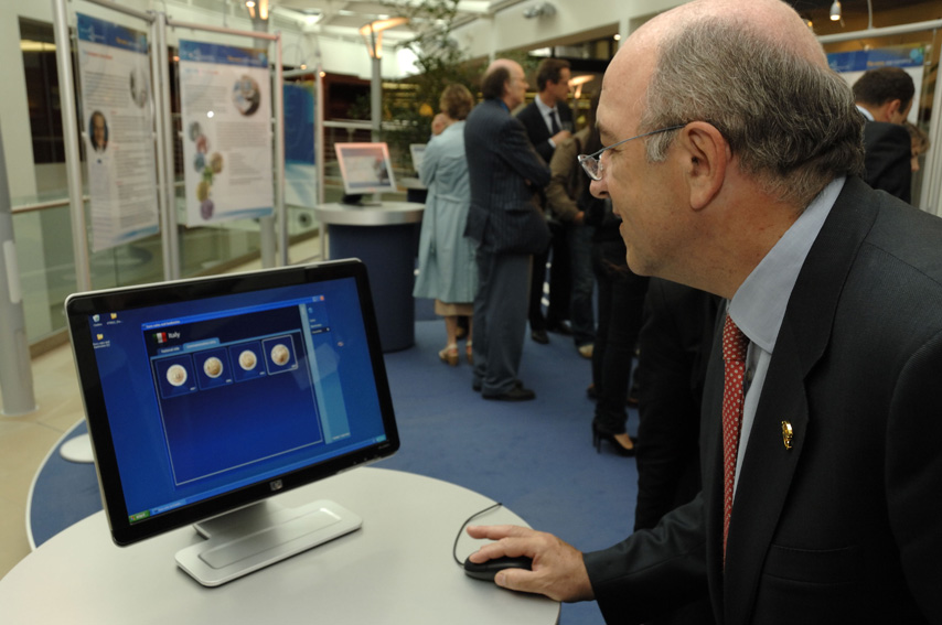 Joaquin Almunia, Member of the EC, at the inauguration of The euro, our currency exhibition