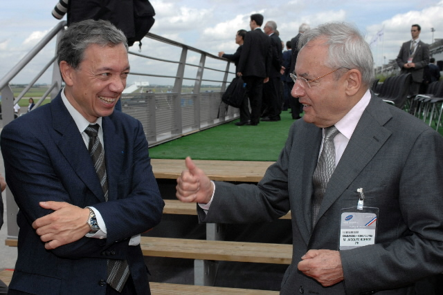 Visit by Jacques Barrot, Vice President of the EC, to the 47th International Paris Air Show