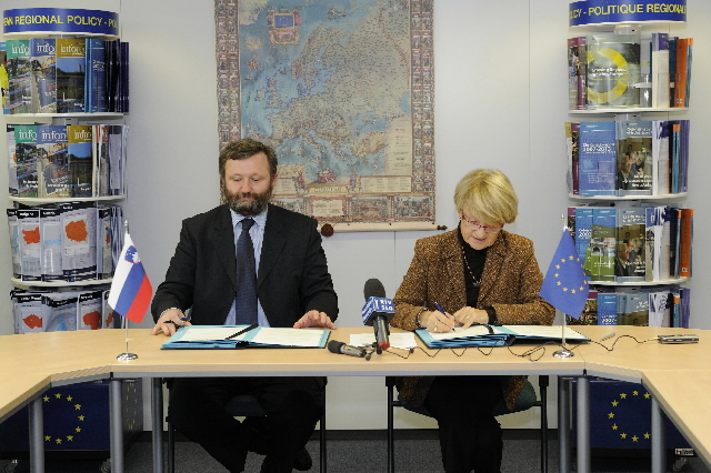 Signature of an agreement with Slovenia