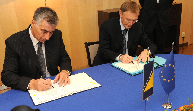 Signing of a Memorandum of Understanding with Bosnia and Herzgovina by Janez Potocnik, Member of the EC