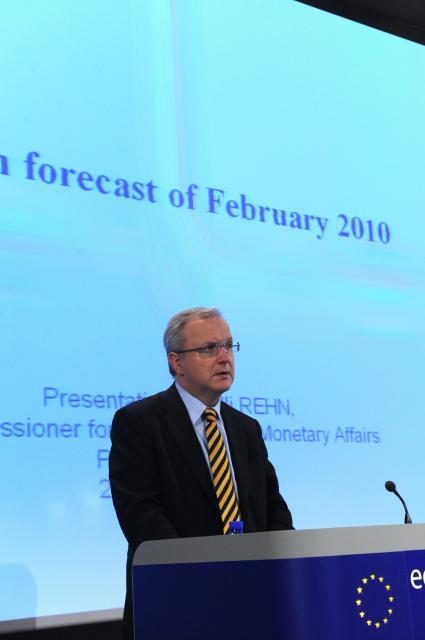 Conférence de presse d'Olli Rehn, membre de la CE, sur les prévisions économiques intermédiaires de l'UE
