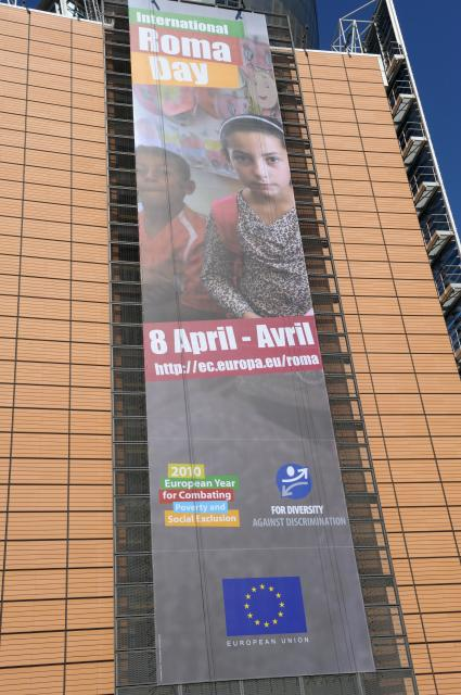 The poster of the International Roma Day, on the Berlaymont building