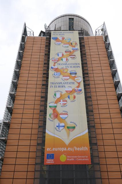 Banner on the Berlaymont's frontage Transplantation in Europe