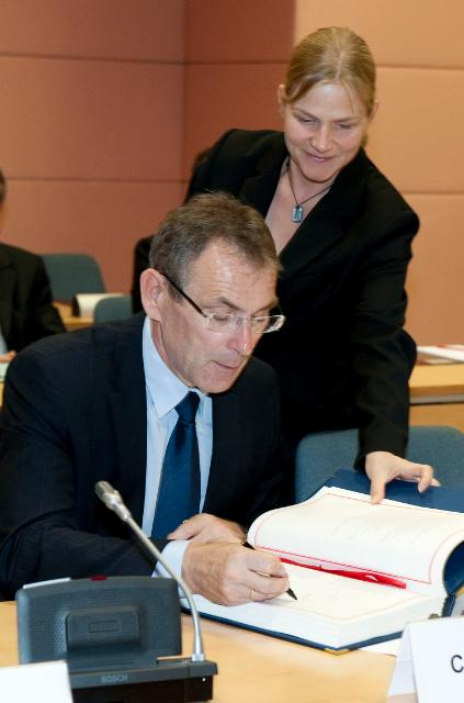 Signature of the Voluntary Partnership Agreement between the EU and Cameroon on illegal timber exports