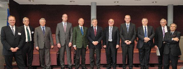 Visite des PDG des industries spatiales européennes à la CE