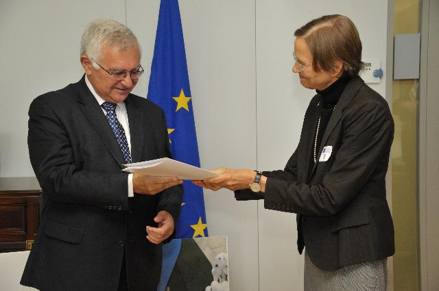 Handover of a petition on anthroposophy to John Dalli, Member of the EC