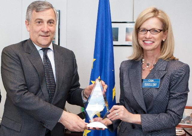 Visit of Elizabeth A.Rogan, CEO of Optical Society of America, to the EC