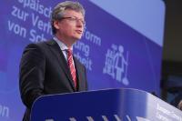 Conférence de presse de László Andor, membre de la CE, sur la proposition de décision établissant une plate-forme européenne  afin de prévenir et de décourager le travail non déclaré