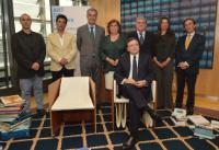 Group photo in the presence of Celso Ferreira, 3rd from the left, Paulo Parra, 3rd from the right, and José Manuel Barroso, seated in one of the chairs from the