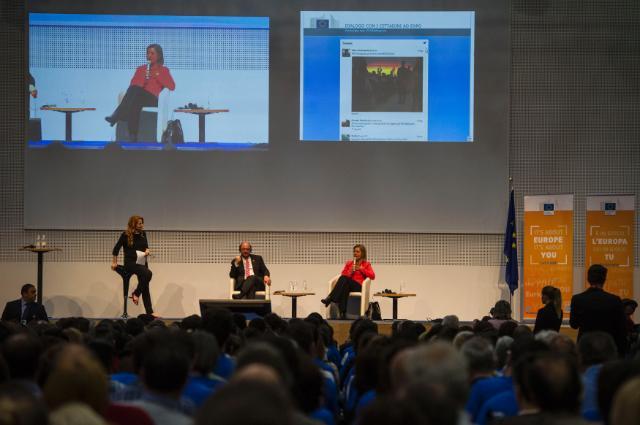 Dialogue avec les citoyens à Milan avec Federica Mogherini