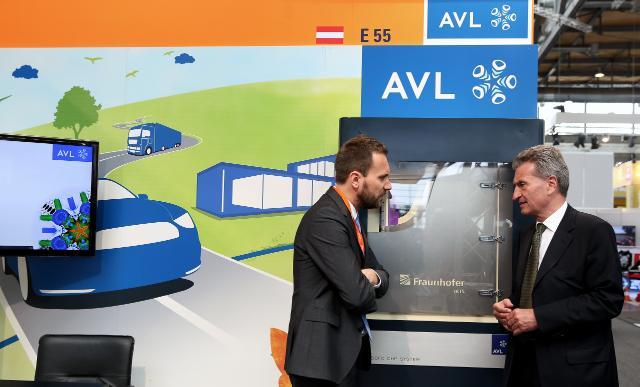 Participation de Günther Oettinger, membre de la CE, à la Foire de Hanovre 2015