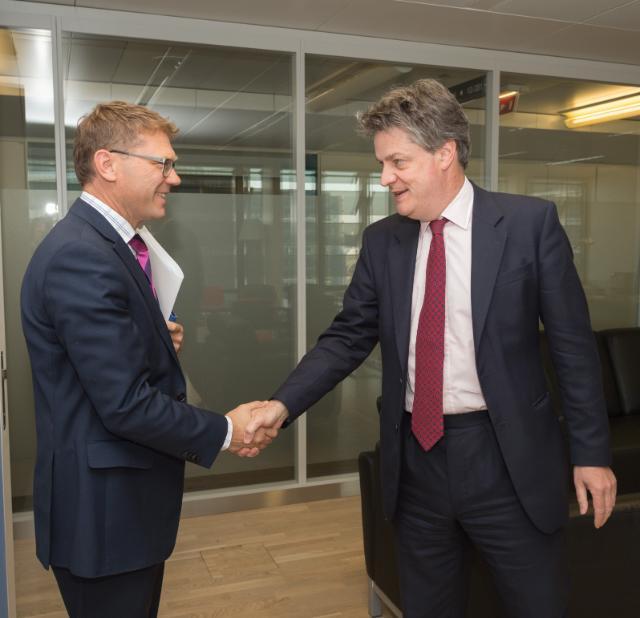 Visite de Paul Goldsmith, ministre néo-zélandais du Commerce et de la Consommation, à la CE