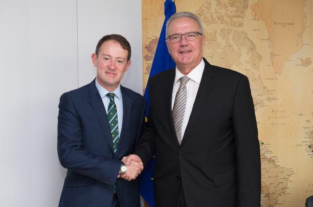Visite de Seán Sherlock, ministre adjoint irlandais du Développement, de la Promotion du commerce et de la Coopération Nord-Sud, à la CE